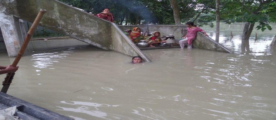 "South Asia floods: ""We can resist hunger but our children cannot"""